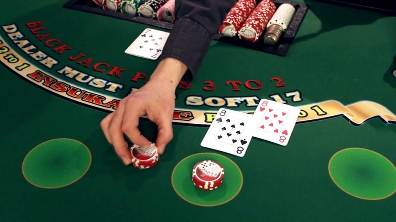 Mục tiêu khi chơi Blackjack Online luôn là đánh bại nhà cái