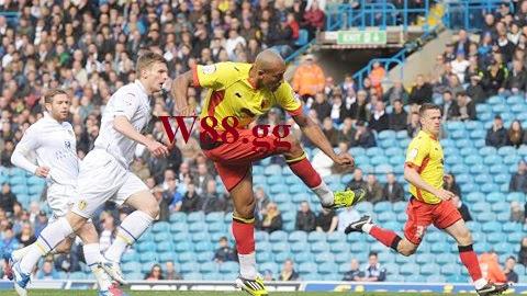 Hiện Leeds và Watford chỉ cách nhau 2 thứ hạng trên BXH