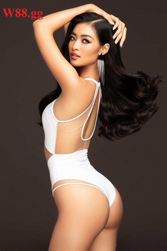 Kiều Loan tự tin khoe body nóng bỏng trong trang phục bikini